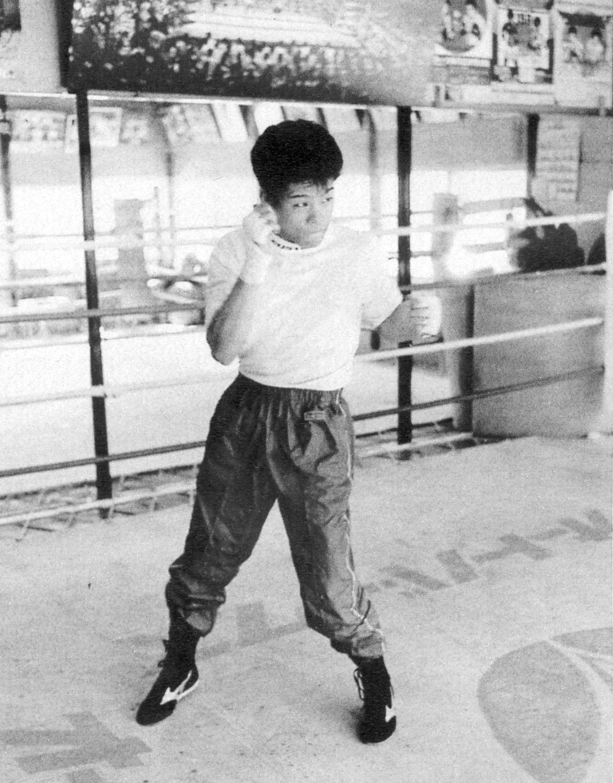 1987年10月9日=大阪帝拳ジム 左フックの形はこの頃からかっこいい