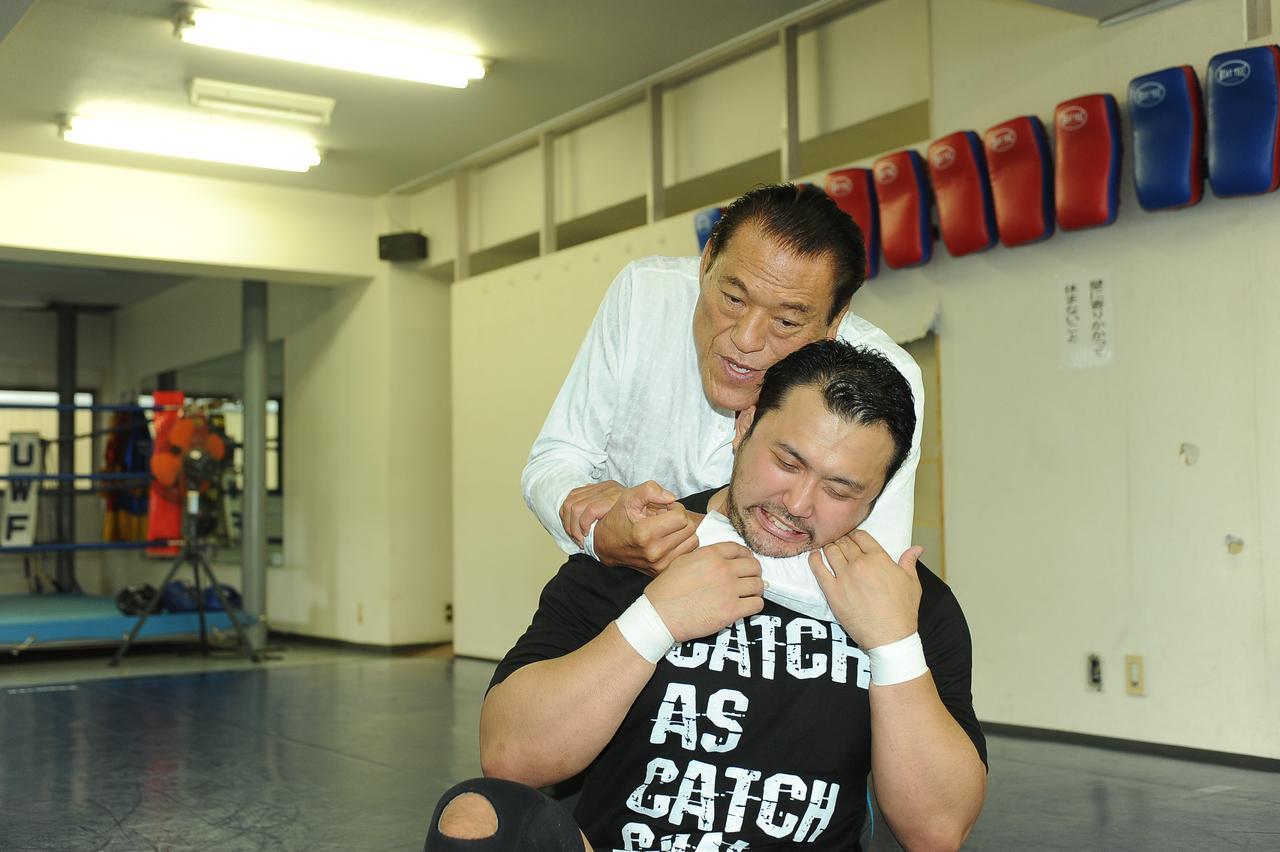 猪木からも大きな影響を受けてきた鈴木(写真は2017年6月)