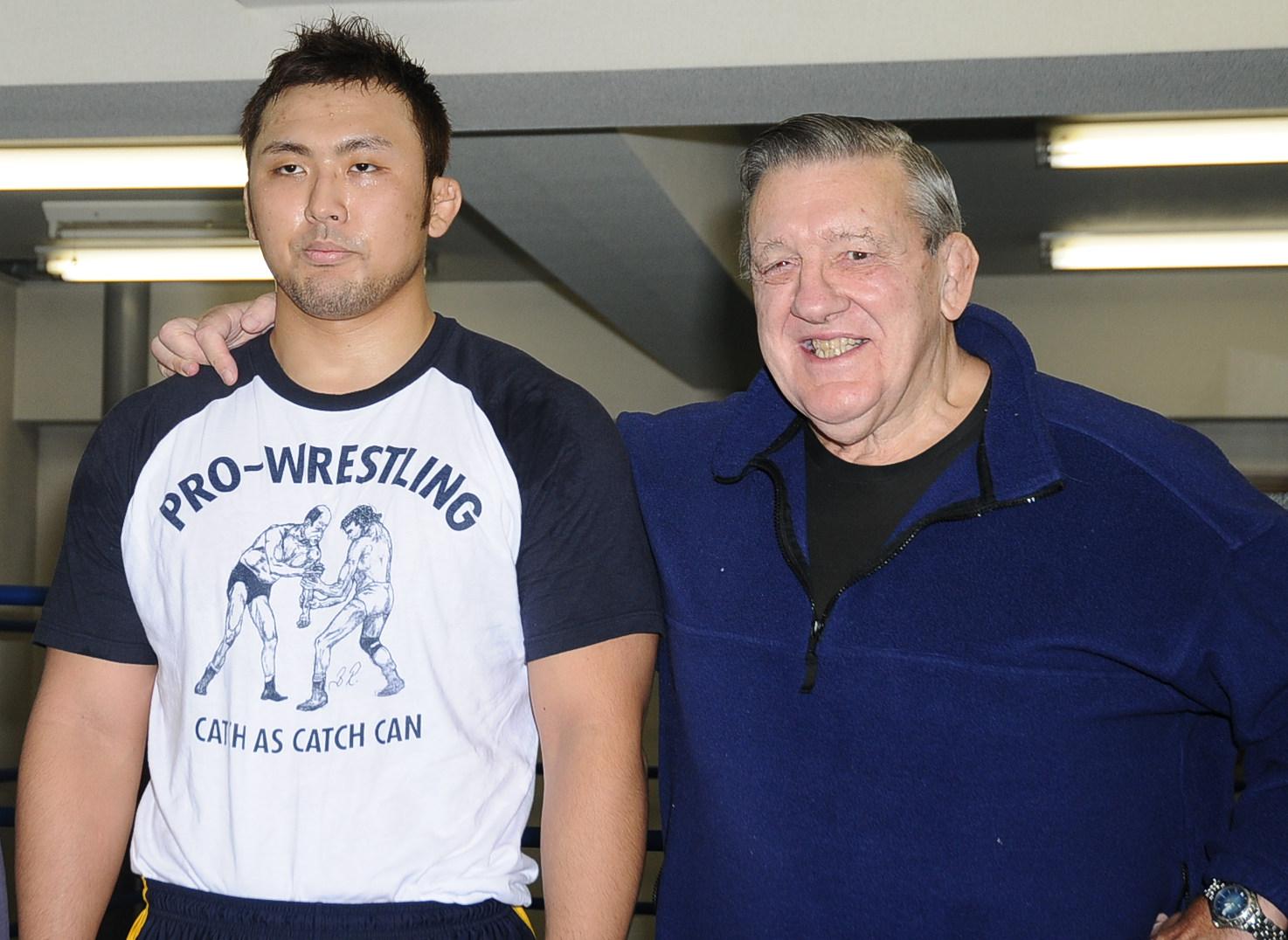 鈴木は人間風車ビル・ロビンソンから教えを受けてきた(写真は2008年11月)
