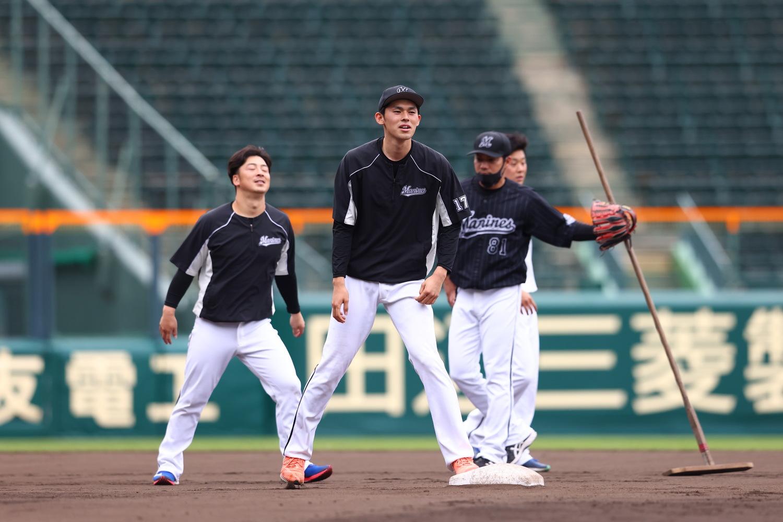 2021年5月26日=阪神甲子園球場 二年振りの交流戦。阪神の本拠地・甲子園ですから、パ・リーグのピッチャーも打席に立ちますし、塁に出ることだってあります。普段はあまり見られない光景ですね。