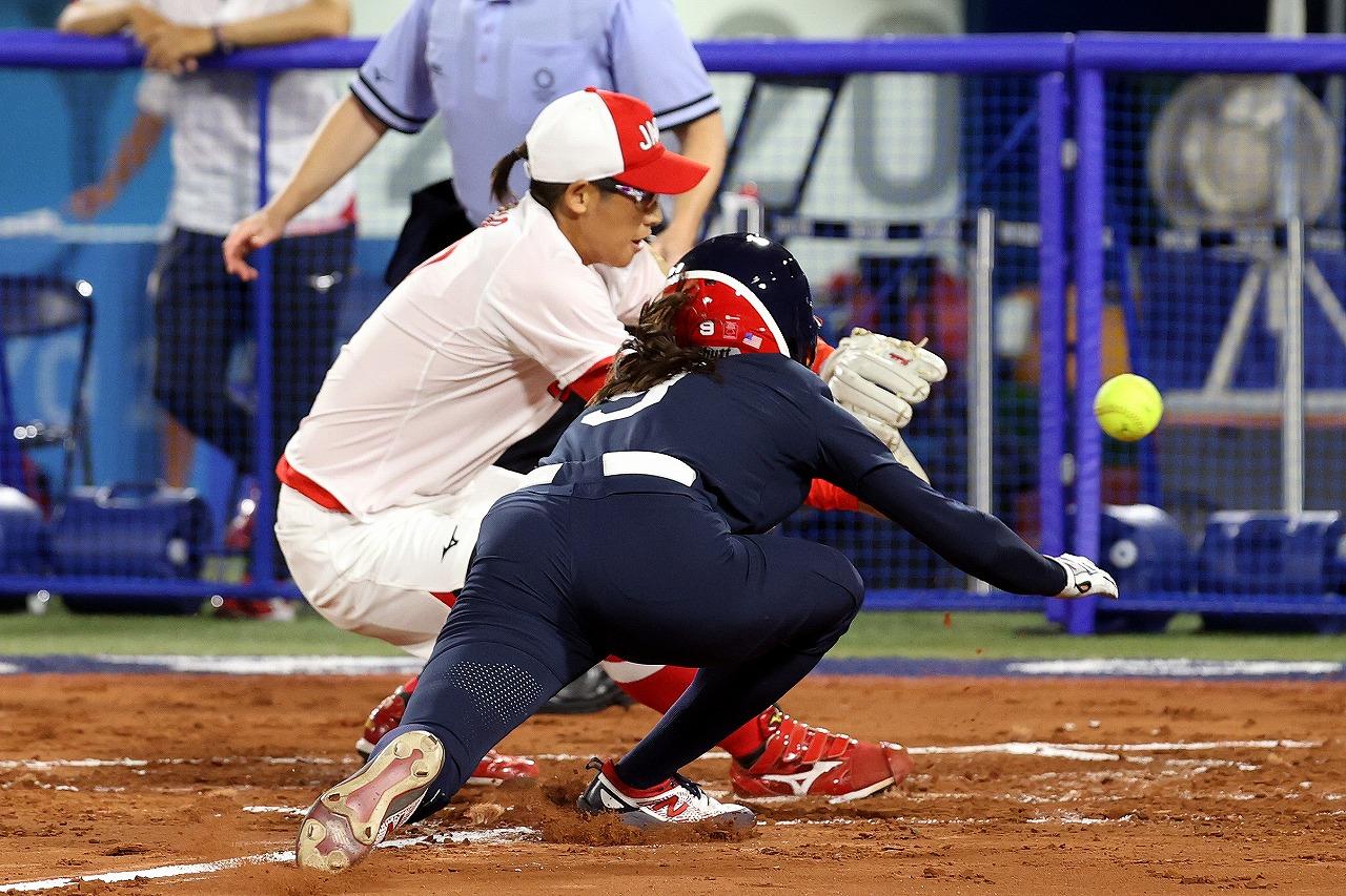 1回にJ.リードの本塁突入を阻止した上野の好守備。最大のピンチも冷静に切り抜けた(Getty Images)
