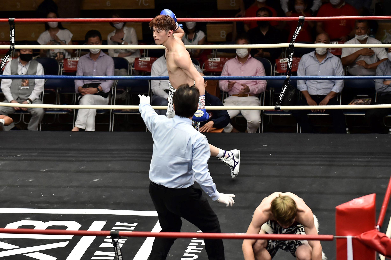 7月21日、高山は1年9ヵ月ぶりとなる試合で初回KO勝ち(写真/BBM)