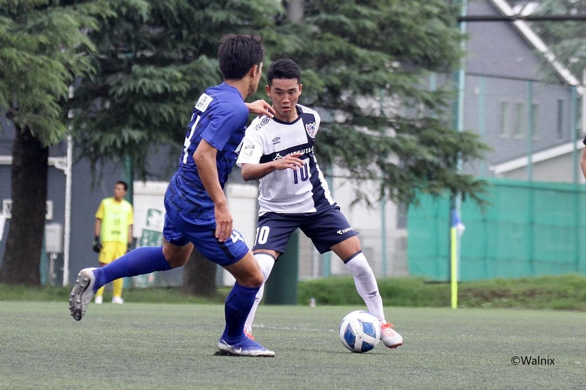 角昂志郎(10)が両チーム最多の4本のシュートを放つなど、市立船橋ゴールを脅かし続けたFC東京だったが、無得点に終わった (C)Walnix